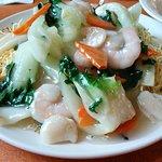 Seafood fried crispy noodles (Seafood Chow Mein)