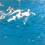 aqui estamos en la excursión a la isla de Capri, con un mar maravilloso, de agua salada y fresca