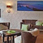 Das Hotel Montana bietet einen gemütlichen Aufenthaltsbereich mit Lounge-Charakter.