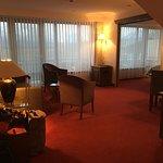 Une très jolie chambre grande et spacieuse avec une vue sur les montagnes. Restaurant super et c