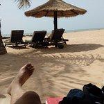 La plage privée à 30 m du restaurant