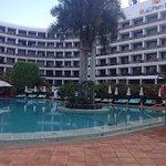 Giardino e piscina spazio wellness