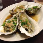 Oyster appetizer with garlic sauce