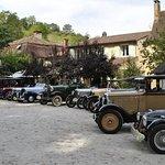 Concentration de vieilles voitures à l'Auberge de la Nauze