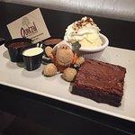 Quetzal Brownie met vloeibare chocola en ijs
