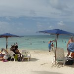 La playa se encuentra a una cuadra...piedritas al bajar al agua, ir con calzado especial