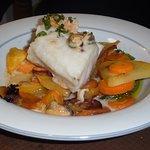 Dos de Cabillaud, avec ses petits légumes, sauce fruits de mer