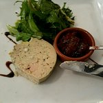 Entrée foie gras avec confit de figues