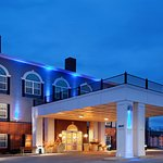 Photo of Holiday Inn Express Hotel & Suites Milwaukee Airport