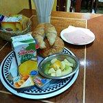 Desayuno; además viene un muy buen café, a pedido sirven huevos