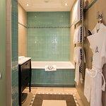 Room Grand Deluxe Bath