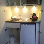 There are no photos on the 7things website that show the kitchenette, so here is what one looks