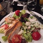 a tal Cesar Salad: com frango demais, e molho de menos