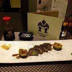 Un restaurant chinois avec des spécialités japonaise. Nous y sommes très bien accueilli, avec pe