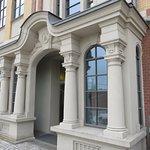 wejście do budynku Concordia i restauracji