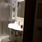 Banheiro bastante espaçoso. Sem nenhuma reclamação!