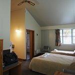 Photo de South Sea Hotel