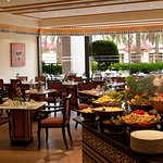 From an informal coffee break and themed nights, to spectacular buffets and an a la carte menu,