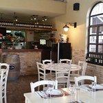סירין: המסעדה- מראה אל הבר