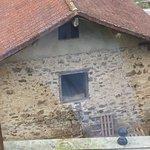 """El desayuno """"continental"""", el edificio de las cabras (con sus respectivos olores), ventana de ba"""