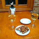 Buen vino y buen aperitivo
