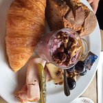 the healthy option with yogurt, cereals, nuts but also delicious croissant!