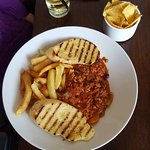 Chill con carne with chips