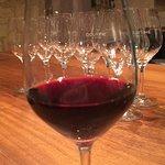 Le concept est sympathique et cela permet de goûter plusieurs vins sans trop se ruiner ... ils p