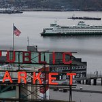 Washing ferry & the famous Pike Place Market sign
