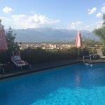 En la piscina del hotel con Gredos al fondo