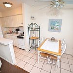 Foto de Beachside Gardens Convenience Suites