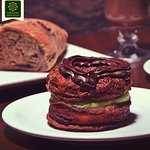 Cronuts! Delicioso Mix de Croissant e Donuts com variados recheios e cobertura de Ganache.