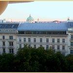 Blick von der Terrasse auf die Ringstraße, Karlskirche