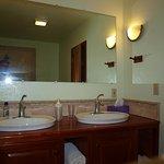 Double sink, cabin 8
