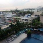 Photo de Long Beach Cha-am Hotel
