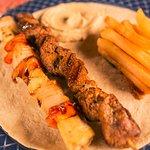 Brocheta de Carne, con Verduras Asadas