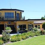 Twin Swans Motel
