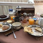 Frühstück (auf dem Dach) – yummy!
