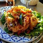 Menus avec salade d'ananas et bœuf aux noix de cajou.