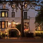 Holiday Facade | Ballastone Inn | Savannah GA