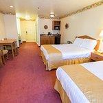 one-room suite 2 queen beds