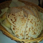 cesto mix piadina , focaccia bianca e pane