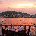 Hermosa vista para deleitar los sentidos mientras se disfruta una deliciosa cena