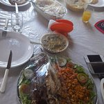 Delicioso mistão para almoço: aratú, camarão, peixe, pirão, ensopado de ostra, arroz e salada.