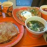 Блин Берлин, Драники со сметаной и огурчиками, борщ, лапша и чай имбирный