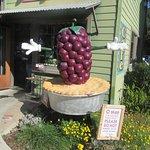 """Pie """"Statue"""" - Linn's Easy as Pie Cafe, Cambria, Ca"""