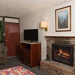King Leisure Suite with fireplace