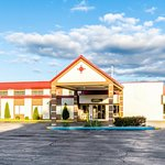 Photo de Red Roof Inn & Suites Muskegon Heights