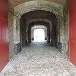 L'entrée pavée de la citalle