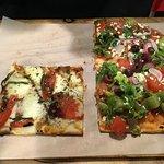 Foto de Jules Thin Crust Pizza